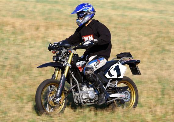Lesem isilnicí -V.D.O. Moto Explorer 125