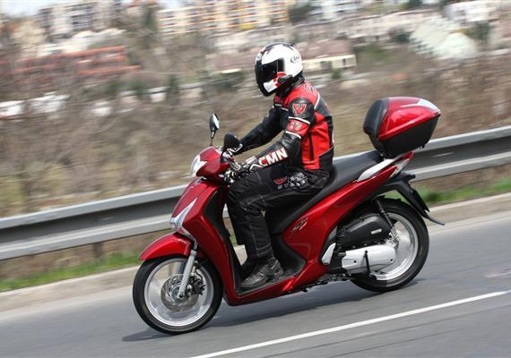 Honda SH125i -legenda, která letos přichází vnové formě