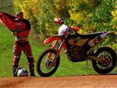 KTM 450 EXC Six Days je motorka pro profesionály, kterou zvládnou hobíci