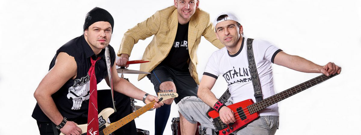 Pětadvacetiny oslaví kapela Totální nasazení v pražském Rock Café