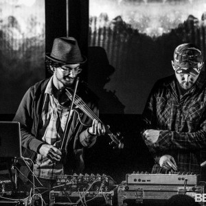 Emanctipator Ensemble se v říjnu představí v Praze