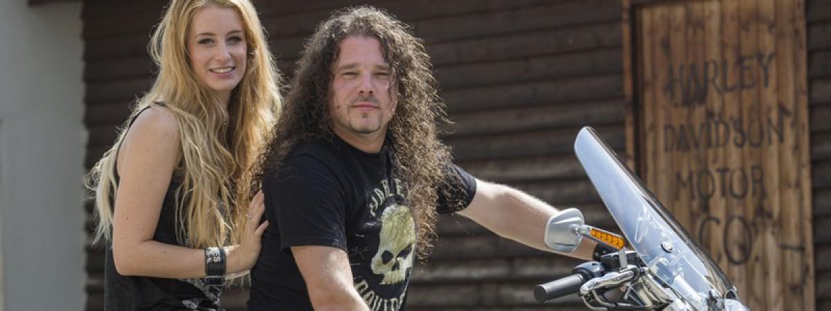 Honza Toužimský se chystá na turné Arakainu na motocyklu Harley-Davidson