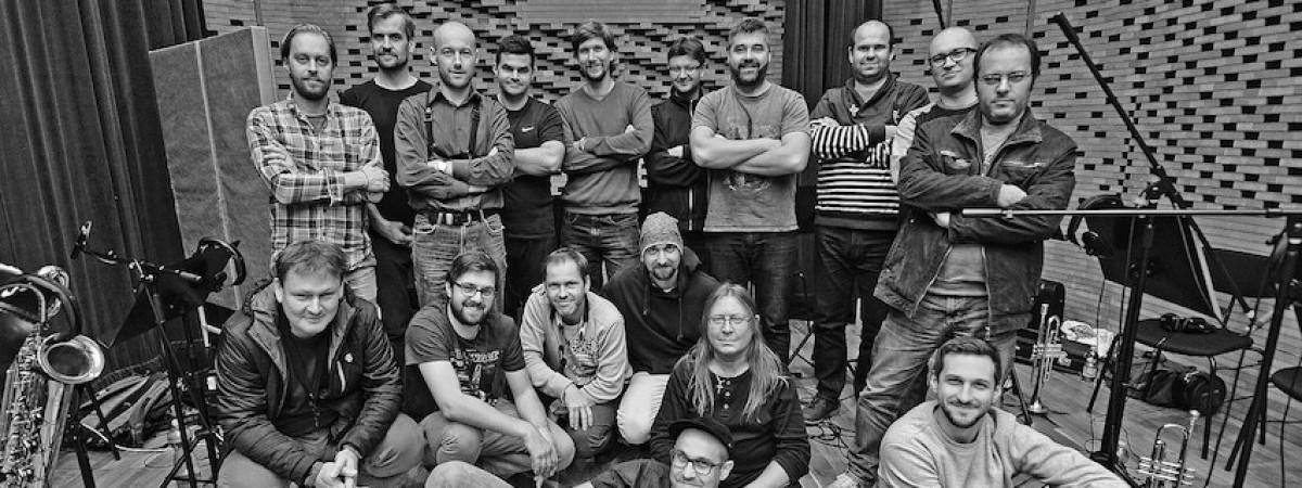 B-SIDE BAND: 10 LET – známý brněnský orchestr 13. 3. vydává výroční CD s Vojtěchem Dykem, Matějem Ruppertem, Kurtem Ellingem a dalšími hosty