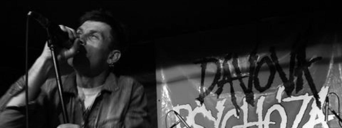 K třiceti letům si Davová psychóza nadělila turné