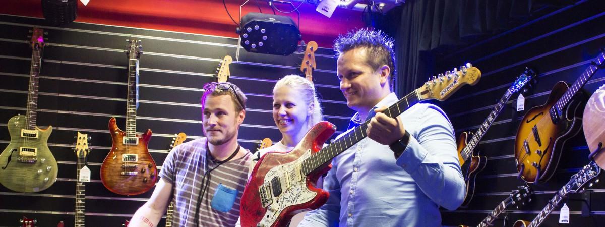 Honza Homola ze skupiny Wohnout vydražil svou kytaru na pomoc těžce nemocnému Maximkovi. Do sbírky se ale ještě může zapojit kdokoliv.