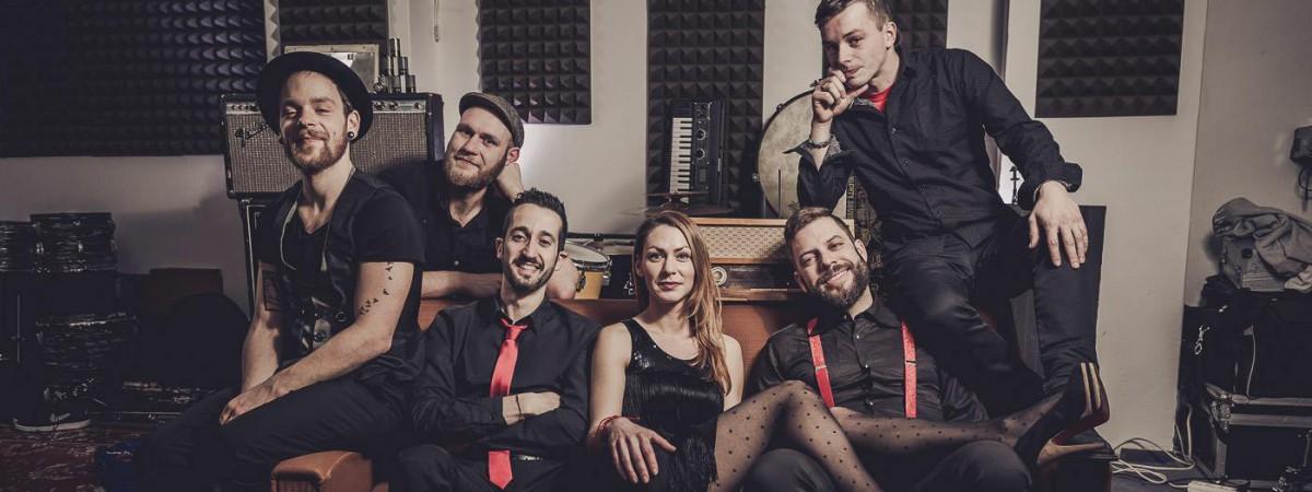 Kapela MoveBreakers slaví své druhé narozeniny a startuje letní tour