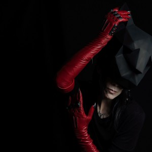 IAMX vydal nové album, na němž se loučí definitivně se svými démony. V březnu vystoupí v Praze