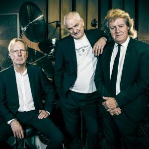 JCM vydávají první album Heroes. V Praze ho představí 23. května
