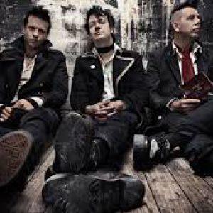 Punkoví klasici The Living End z Melbourne zavítají do Futurum Music Baru