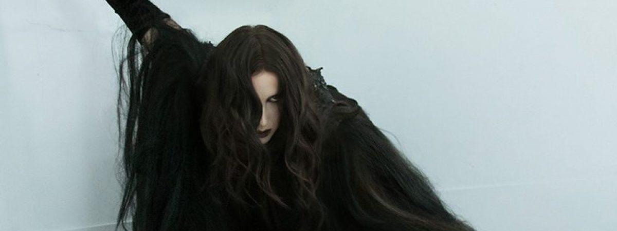 Do Prahy se vrací démonická Chelsea Wolfe
