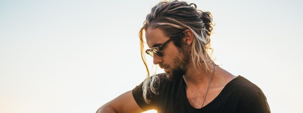 Jihoafrický písničkář Jeremy Loops vystoupí v únoru v Praze