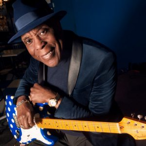 Jedna z bluesových hvězd, kytarista Buddy Guy, míří do Prahy