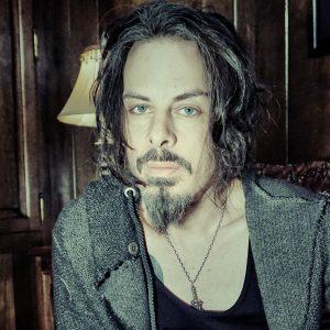 """Americký kytarista Richie Kotzen představuje videoklip """"Venom"""" a chystá se do Prahy"""