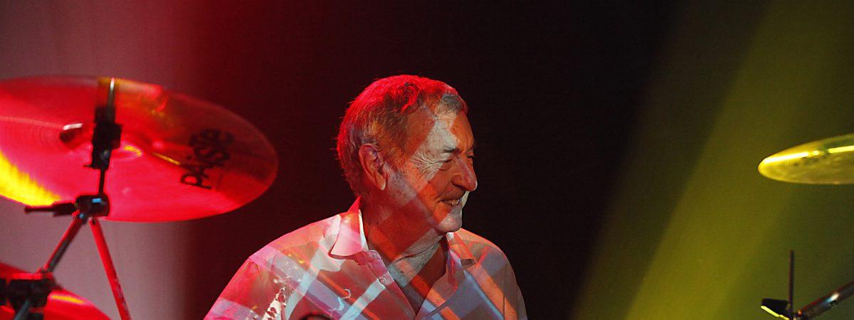 Zakládající člen Pink Floyd Nick Mason vystoupí 25. července se svou kapelou Saucerful of Secrets ve Velkém sále pražské Lucerny
