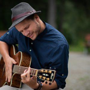 Nová píseň Ondřeje Gregora Brzobohatého je poctou Tomáši Baťovi