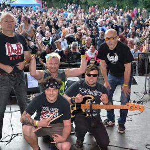 N.V.Ú. zahajují podzimní tour s The Fialky a aktuální deskou
