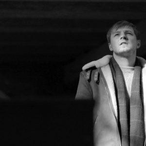 Thom Artway vzdává hold Karlu Krylovi písní Anděl, ke které natočil klip v bývalých Sudetech