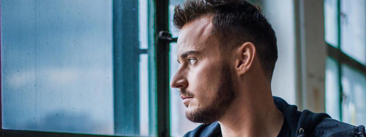 Michal Kindl vydává titulní singl ze své připravované druhé desky. Klip k němu natočil ve Zlíně