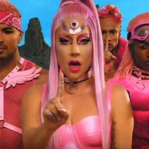 Lady Gaga se vrací ke kořenům s videoklipem k singlu Stupid Love. Ten byl navíc natočen na iPhone