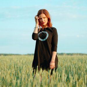 """Ivana Korolová představuje videoklip """"Kvůli tobě"""" ze svého debutového alba Kruhy"""