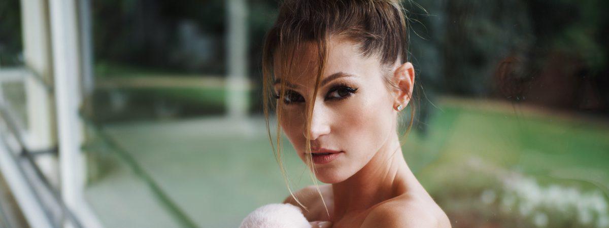 TEREZA KERNDLOVÁ natočila zamilovaný videoklip ve vile Tugendhat