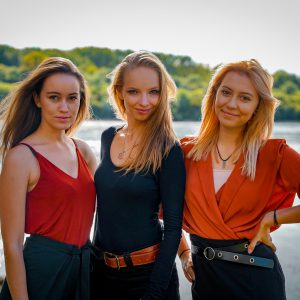 Pěvecké trio Feel3 debutuje skladbou Nezhasínaj