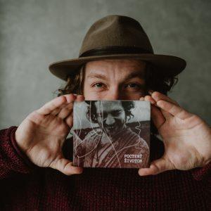 Peter Juhás vydal první autorské album. Pokřtí ho Jana Kirschner