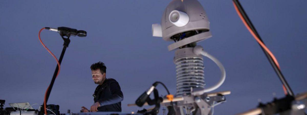 Floex s robotickým bubeníkem Josefem rozezněl Strahovský stadion.