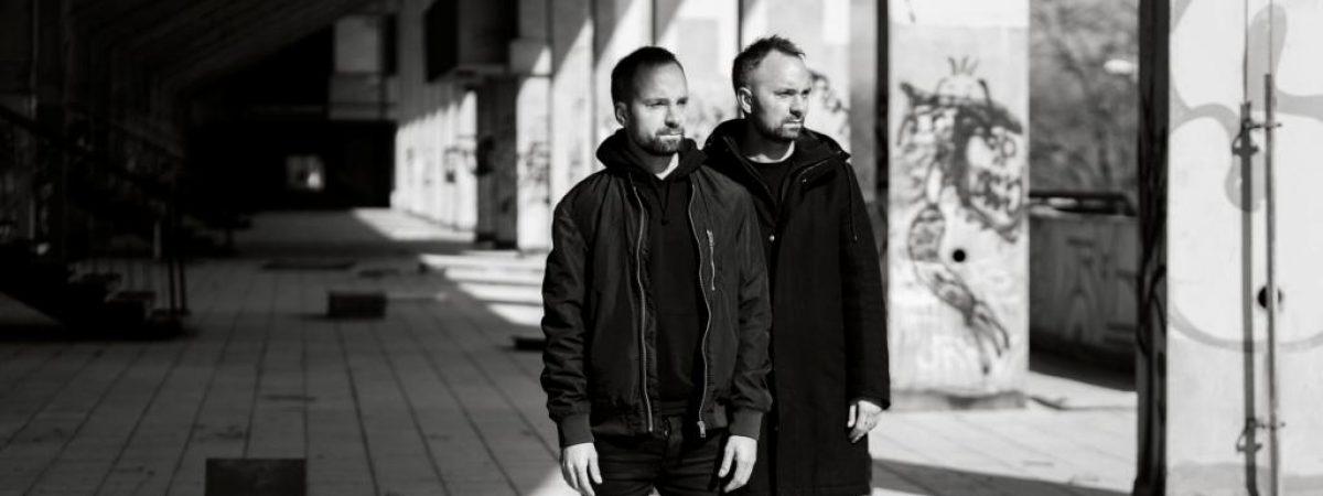Bratři a jejich singlový útěk z chaosu
