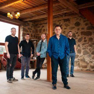 Druhé album kapely Kucharski je Beze jména
