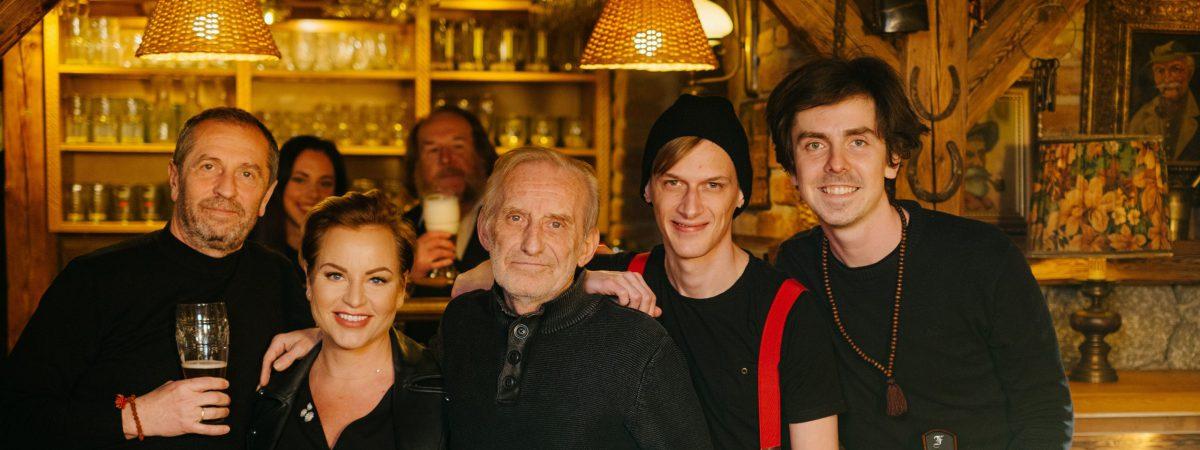 ČECHOMOR vydává klip Pijácká a chystá se na turné 33 radostí života