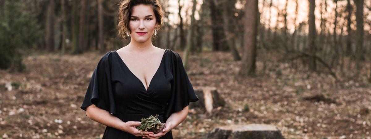 Zpěvačka Elly se vydává do krajin popu se singlem Flower