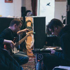 Hudebníci z Chinaski, Mydy nebo Vanua2 budou v Praze skládat s producenty Tileyard Music