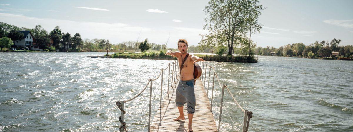 Juraj Hnilica vydává letní videoklip k písni Oceán