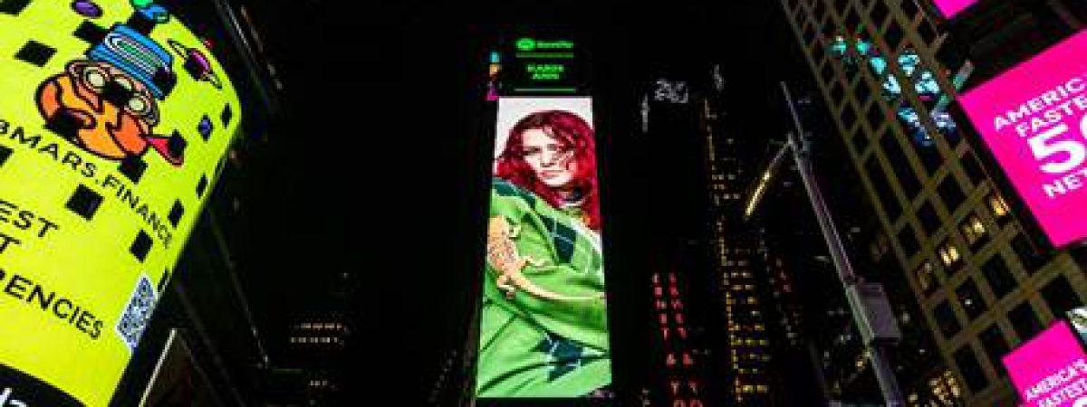 Karin Ann slaví úspěch. Nový singl ji dostal na billboard na Times Square